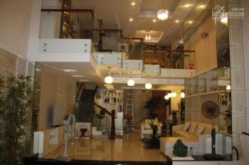 Cho thuê nhà MT Calmette, DT 4,5m x 20m, trệt - 3 lầu ST, 5 phòng, cầu thang cuối nhà, giá 55tr/th