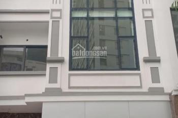 Cho thuê nhà liền kề mặt phố khu Cầu Giấy, 6Tx60m2 thông sàn