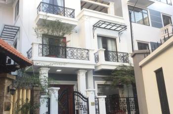 Cho thuê biệt thự mới ngã tư Vạn Phúc khu Simco DT 161m2 x 3 tầng đầy đủ nội thất. LH 0944 566 799