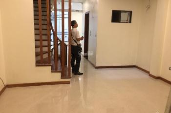 Cho thuê nhà mặt phố cực đẹp Nguyễn Phong Sắc