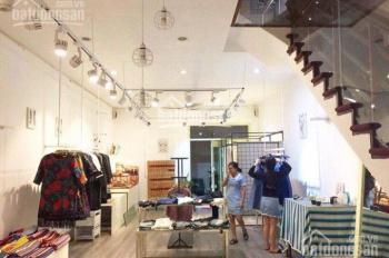Sang nhượng cửa hàng thời trang mặt phố Tràng Thi, 100m2, mặt tiền 7m, gần Hồ Gươm
