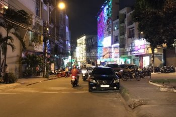Bán nhà đường Hoàng Văn Thụ, P.8, Q. Phú Nhuận, DT: 18m x 20m, XD: 3 lầu, sân vườn, Hồ bơi