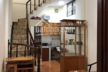 Cho thuê nhà riêng 4 tầng ngõ 550 Đê La Thành, đủ đồ, 9 triệu/th