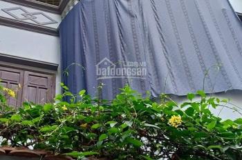 Cần cho thuê nhà trong ngõ Định Công, 2 ngủ full nội thất, chỉ việc về ở. Giá 6tr. LH: 0914517689