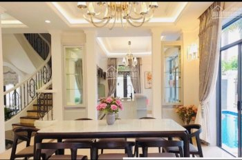 Cần bán biệt thự gần 300 m2 đối diện công viên vị trí đẹp của Phú Mỹ Hưng bán 43.3tỷ, LH 0902370456