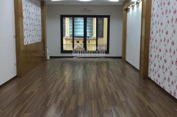 Cho thuê nhà 5.5 tầng x 45m2 mặt ngõ núi trúc, mỗi tầng 1 phòng, thông sàn hết, giá 22 tr/tháng