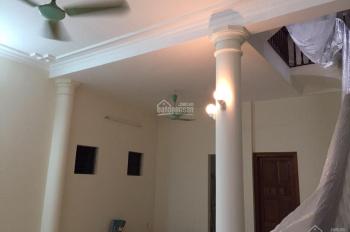 Cho thuê nhà riêng Võ Chí Công, 100m2 xây 80m2 * 3 tầng, nhà rất rộng và thoáng cho thuê 12tr/tháng