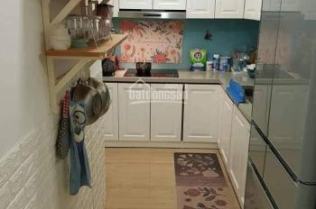 Chính chủ có căn hộ tầng thấp bán ở chung cư Five Star Kim Giang. Căn 3PN, nội thất đầy đủ rồi.