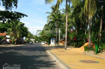 Bán khách sạn 270m2 mặt tiền + mặt biển đường Nguyễn Đình Chiểu, Hàm Tiến, Phan Thiết. Giá 19 tỷ