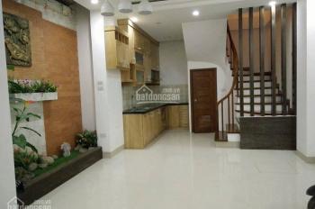 Nhà đẹp ngõ Đê Tô Hoàng 30m2, 3 tầng, 3 phòng ngủ, 2WC, 1 phòng khách, bếp tầng 3, giá 2.3 tỷ