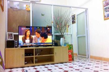 Chính chủ cho thuê căn hộ trung tâm quận Ba Đình, DT 78m2, 2PN, đầy đủ đồ đạc. LH 0972030370