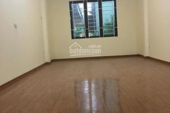 Cho thuê nhà riêng ngõ 67 Văn Cao. Diện tích 40m2 x 5 tầng, mỗi tầng 1 phòng, giá 15 tr/tháng