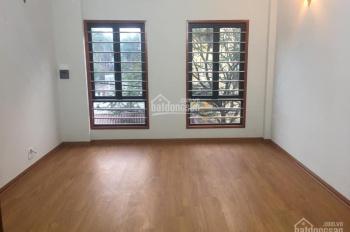 Gia đình cần bán gấp nhà ngõ 107 Vĩnh Hưng, 25m2x4T, MT rộng, ngõ 2,,5m, ô tô cách nhà 10m.