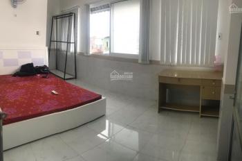 Phòng dịch vụ, có sẵn nội thất ngay khu Phan Xích Long (nhà xe hơi tới tận nhà)
