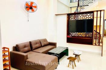 Cho thuê nhà đẹp gần Phạm Văn Đồng, 3 tầng, 3 phòng ngủ giá 1.100 usd - TOÀN HUY HOÀNG