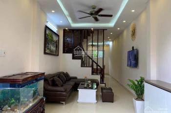 Cần cho thuê nhà số 4 ngõ 276 Nghi Tàm, Tây Hồ, Hà Nội. Phù hợp làm văn phòng, giá 12tr/tháng