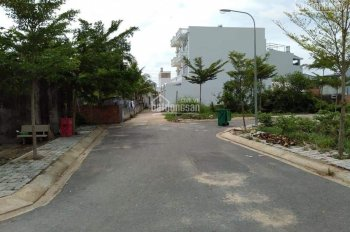 Ngay chủ cần tiền bán gấp căn nhà, sổ hồng riêng, 1 trệt, 2 lầu, 5 x 16m, SD 220m2
