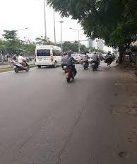 Cho thuê nhà mặt phố Nguyễn Phong Sắc. DT 38m2, MT 4.5m