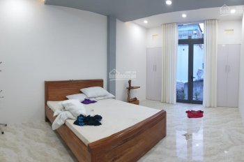 Cho thuê nhà đẹp gần biển hẻm ô tô Vĩnh Hải, Nha Trang, Khánh Hòa