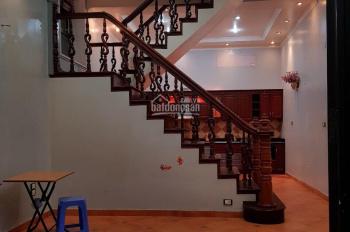 Cho thuê nhà 491 Đê La Thành, diện tích 60m2 x 4 tầng, sân 10m2, giá 12 tr/th, LH 0932326975