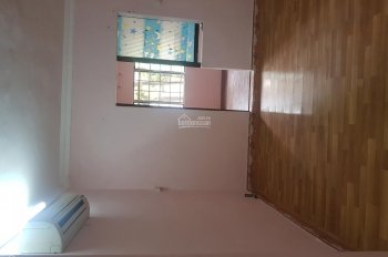Cho thuê căn hộ tập thể gần hồ Thành Công, dt = 80m2 (1pk + 3pn), giá 5,5 tr/tháng