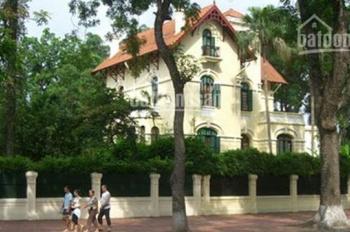 Cho thuê biệt thự ở đường Trần Phú, Ba Đình, Hà Nội, DT 250m2*3 tầng, MT 15m. Giá 185tr/th