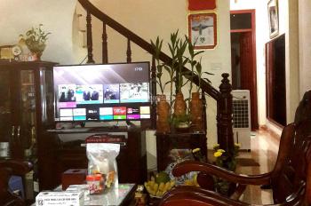 Bán nhà Nguyễn Văn Cừ, Ngọc Lâm 60m2 x 3 tầng, 4PN, 2 WC, để lại toàn bộ nội thất, ngõ nông