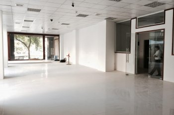 Cho thuê mặt bằng kinh doanh sàn tầng 1 chung cư gần Cầu Diễn DT từ 200-900m2. LH 0974585078
