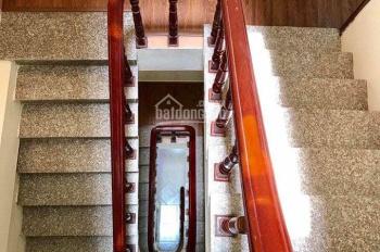 Bán gấp nhà ngõ 40 Tạ Quang Bửu, diện tích 40m2 x 5 tầng, mặt tiền 3.4m chia 2 lô, giá 5.5 tỷ