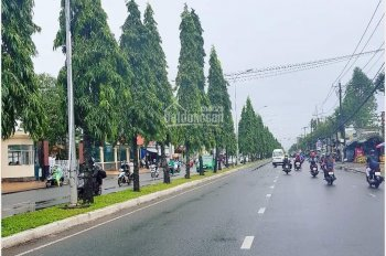 Bán nhà mặt tiền đường Nguyễn Văn Cừ nối dài, DT hơn 170m2, sổ hồng thổ cư 100%, giá bán 15.3 tỷ