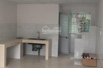Cho thuê nhà KDC Phú Hòa, 1 trệt 1 lầu, 2 PN, 2WC, có máy lạnh sẵn, giá 6tr/tháng. LH 0915.31.6989