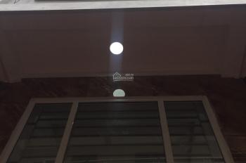 Bán nhà riêng tại phố Lụa Vạn Phúc, cách đường ô tô 10m, cạnh chợ, giá 2.7 tỷ (35m2*5T) 0336560722