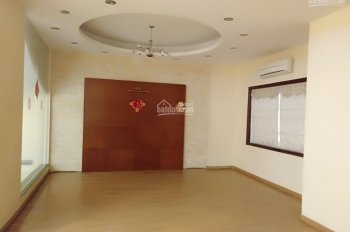Cho thuê nhà mặt phố Nguyễn Khuyến, Văn Quán 100m2 x 4 tầng cho làm văn phòng, spa, trung tâm, 29tr