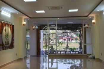 Cho thuê gấp vp khu vực Cầu Giấy - Đường Nguyễn Khang, nhà 7 tầng, dt 130m2/sàn. LH 0989155399