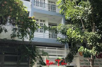 Nhà mới xây Chu Văn An 4x18m 1 trệt, 2 lầu, ST giá 30 triệu/th
