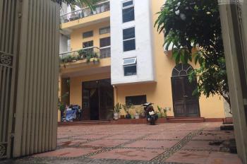 Cho thuê BT mặt ngõ rộng 3m, diện tích 150m2 x 3 tầng + sân (150m2 + 40m2) tại phố Chùa Hà