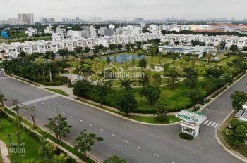 Cho thuê nhà thô 5m x 15m nguyên căn 1 trệt, 2 lầu, giá 9 triệu/tháng, đối diện công viên lớn