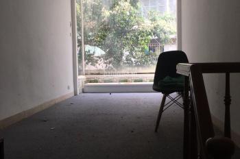 Cho thuê nhà mặt phố Trần Khát Chân. Diện tích 15m2 x 3.5 tầng, mặt tiền 3.5m, vị trí gần Phố Huế