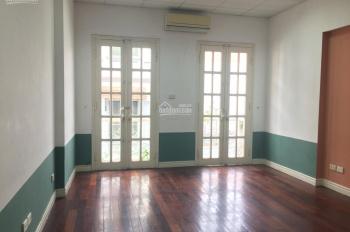 Cho thuê nhà phân lô Trần Quốc Hoàn - Nguyễn Phong Sắc 50m2 * 6T, MT 3,2m, ô tô đỗ cửa