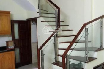 Cho thuê nhà  riêng nguyên căn 32m2x5 tầng   ngõ 220 Phố Bạch Mai, Hai Bà Trưng, Hà Nội. 10tr