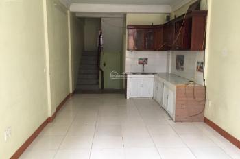 Cho thuê nhà phân lô 50m2 x 6T ở Trần Quốc Hoàn