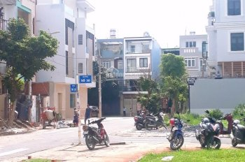 Chính chủ bán gấp 1 căn nhà phố view công viên ngay Khu Tên Lửa Bình Tân, 5x20m, 12 tỷ, sổ riêng