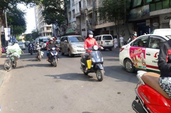 Cho thuê tòa nhà - Mặt bằng Hai Bà Trưng - Đối diện chợ Tân Định, DT: 2000m2, giá 690tr/th
