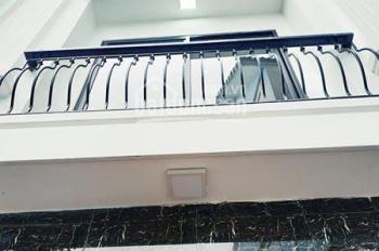 Chính chủ bán nhà cách Phạm Văn Đồng 5m, 35m2, 5 tầng, giá 2,7 tỷ, ô tô đỗ cổng, nhà xây mới