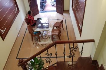 Tôi cần bán căn nhà trong ngõ phố Đông Thiên, phường Vĩnh Hưng, Q. Hoàng Mai, giá 2,2 tỷ