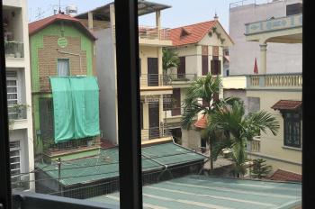 Bồ Đề - Long Biên, bán nhà mới xây, 4 tầng 1 tum, oto vào nhà, DT: 60m2, MT 4,5m  LH :0982720859