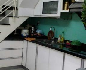 Cần bán lại căn nhà đang ở gần công viên Khánh Hội, giá 3 tỷ, nhà 1 trệt 2 lầu. LH: 0915178162