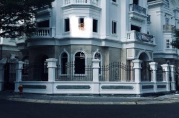 Cho thuê villa chính chủ đường Hai Bà Trưng, Q1, HXH, DT 8x20m, trệt, 3 lầu, giá: 48 triệu