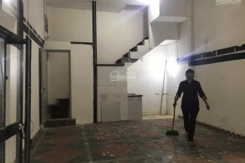 Cho thuê nhà mặt phố Hàm Long gần ngã tư: 50m2 x 2 tầng thông sàn, mặt tiền 5,5m hè rộng 0906216061