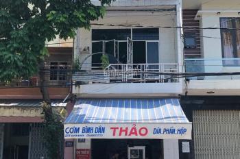 Bán nhà đang kinh doanh, nở hậu, mặt tiền đường 40m, hướng Nam, ngay chợ trung tâm, TP. Quảng Ngãi